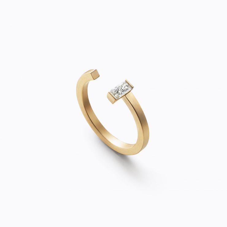 One Stone Bond Ring 03