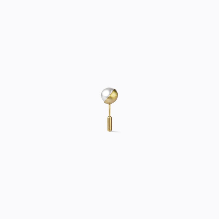 Half Pearl Earring 45°, yellow gold