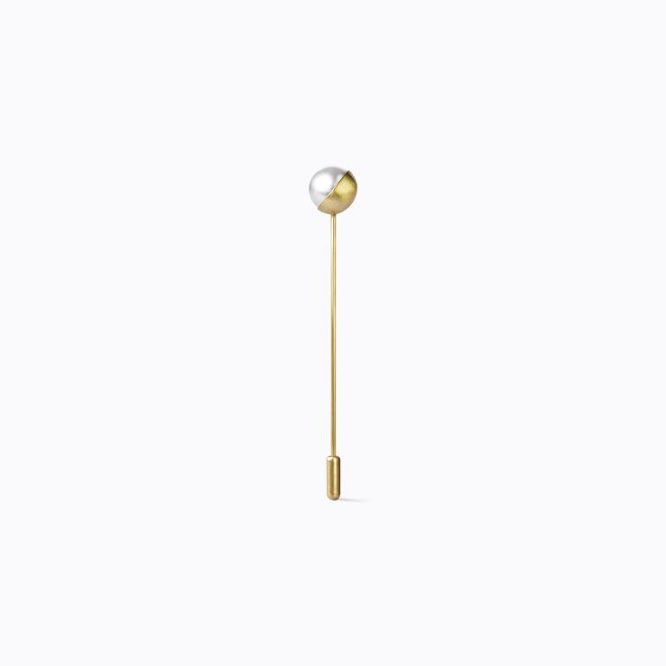 Half Pearl Pin 135°, yellow gold