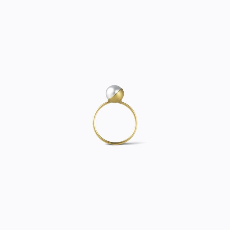 Half Pearl Ring 90°, yellow gold, matte finish