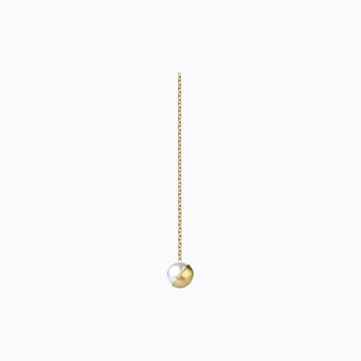 Half Pearl Chain Earring 135°, yellow gold