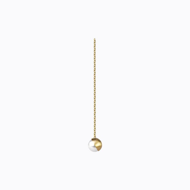 Half Pearl Chain Earring 45°, yellow gold