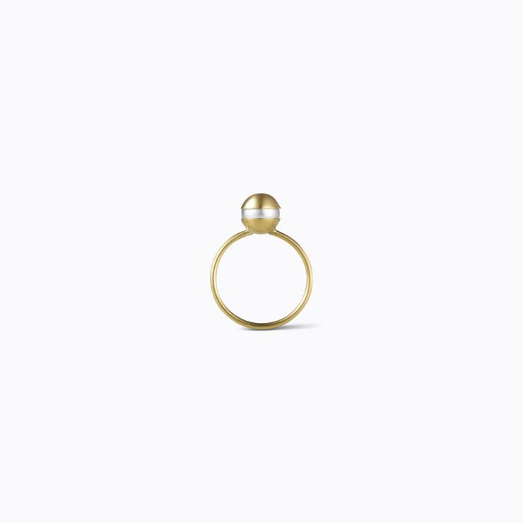 Center Pearl Ring 0°, yellow gold, matte finish